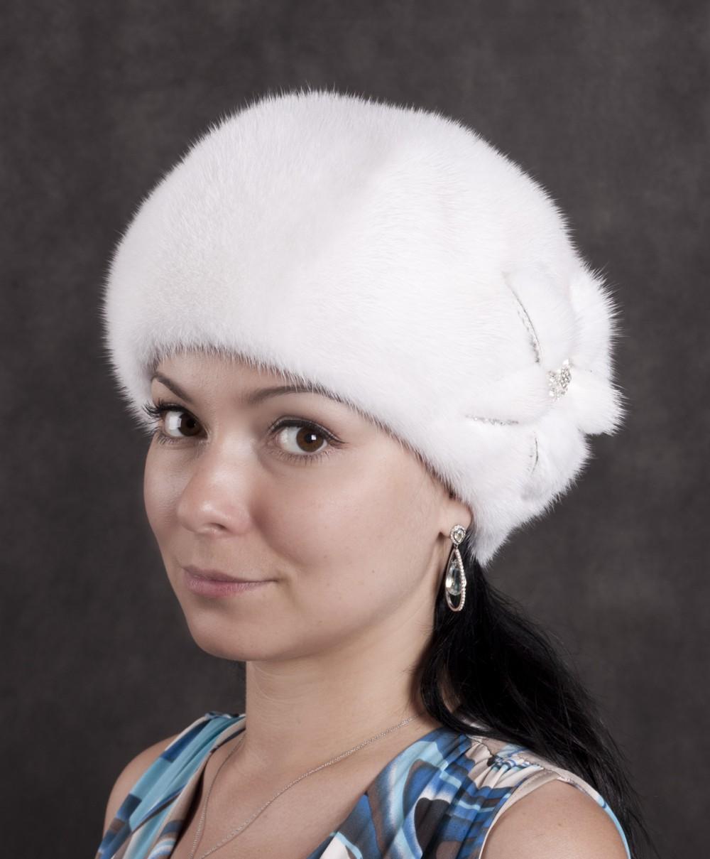 Женские норковые шапки прекрасно сочетаются с любой верхней одеждой - и меховой шубой, и пальто с меховым воротником